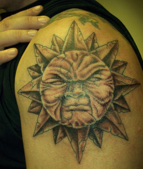 Słońce Tatuaż Na Ramieniu