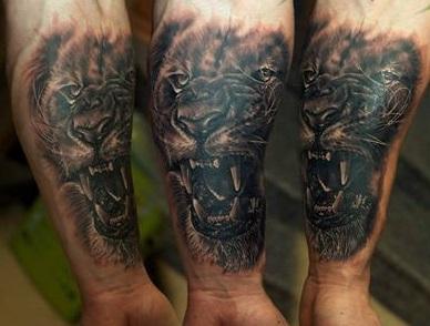 Lew Tatuaż Na Przedramieniu