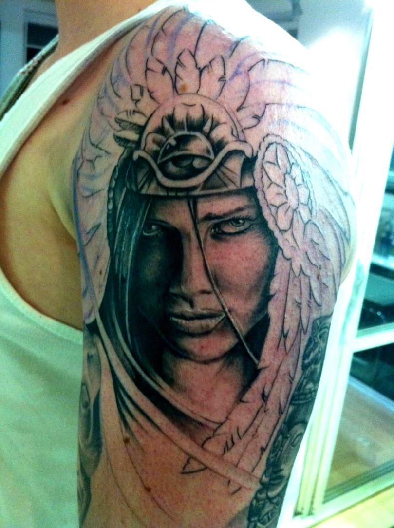 india tattoo no braço