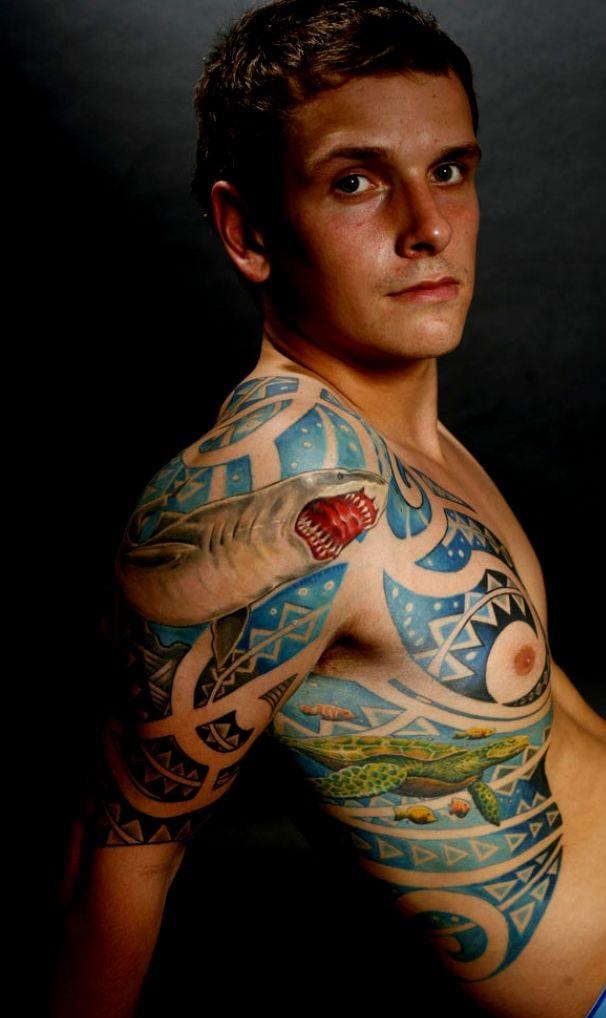 tatuaże maoryskie na żebrach