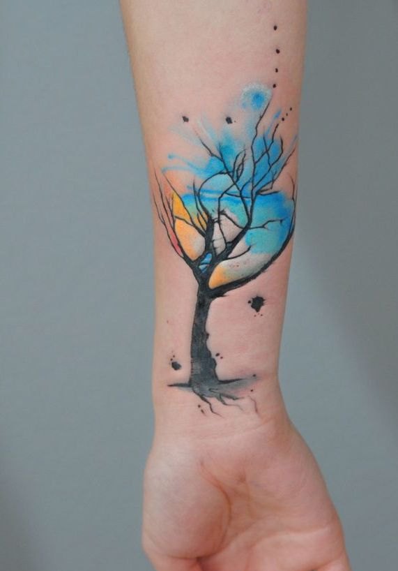 drzewo tatuaż na ręce