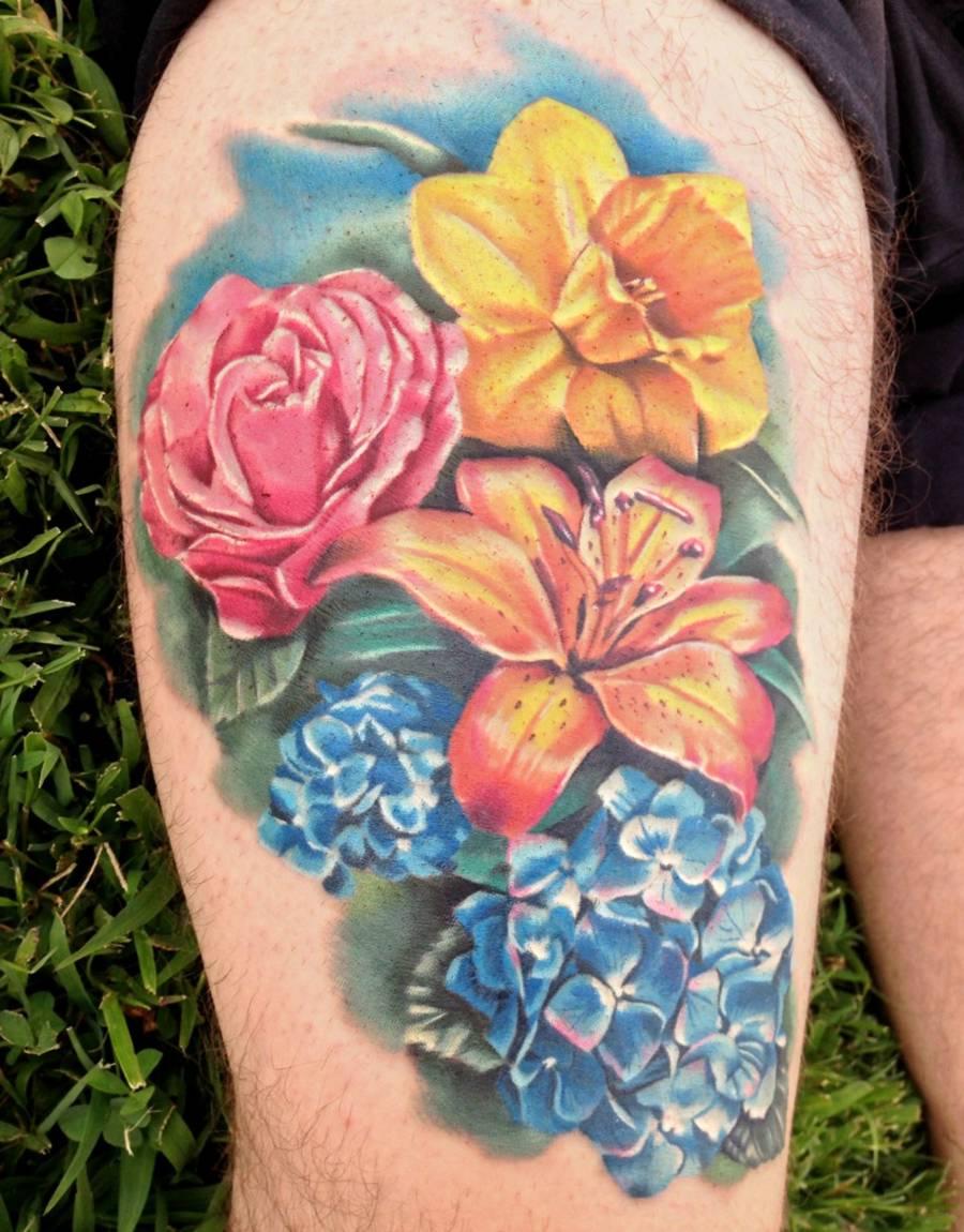 Kolorowe Kwiaty Tatuaże Na Udzie