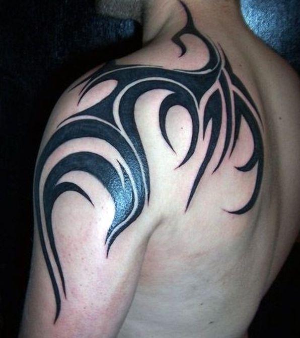 tribal na łopatce - tatuaże dla mężc