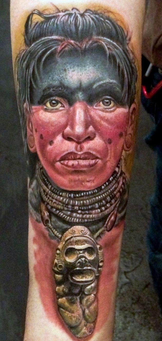 indianin tatuaż na ręce