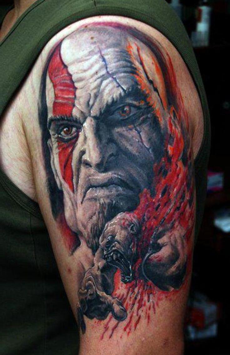 krwawe tatuaże na ramieniu
