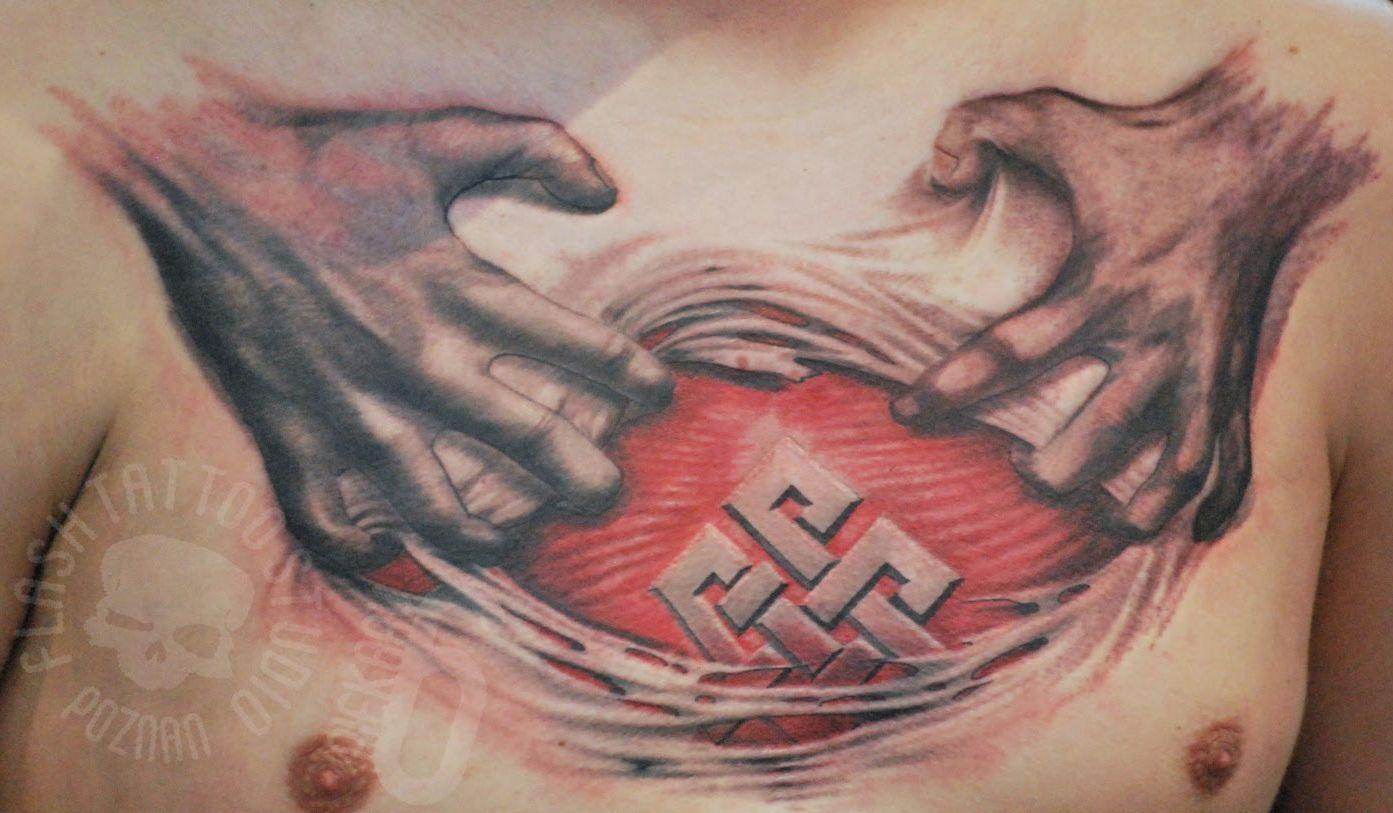 3d dłonie tatuaże na klatce piersiowej