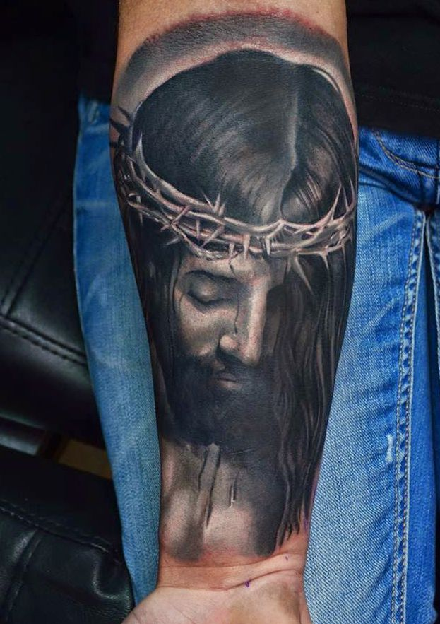 Jezus tatuaż na ręce