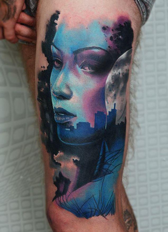 niebieska twarz kobiety