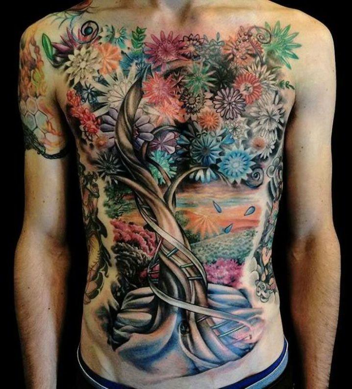 drzewo kwiaty tatuaże na brzuchu