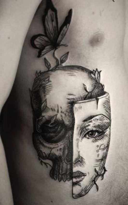 czaszka i połowa twarzy kobiety