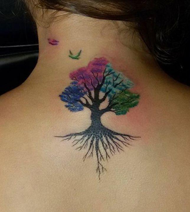 Kolorowe Drzewo Tatuaż Na Plecach