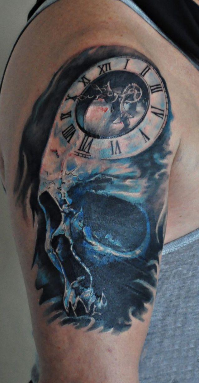 Czaszka I Zegar Tatuaż Na Ramieniu