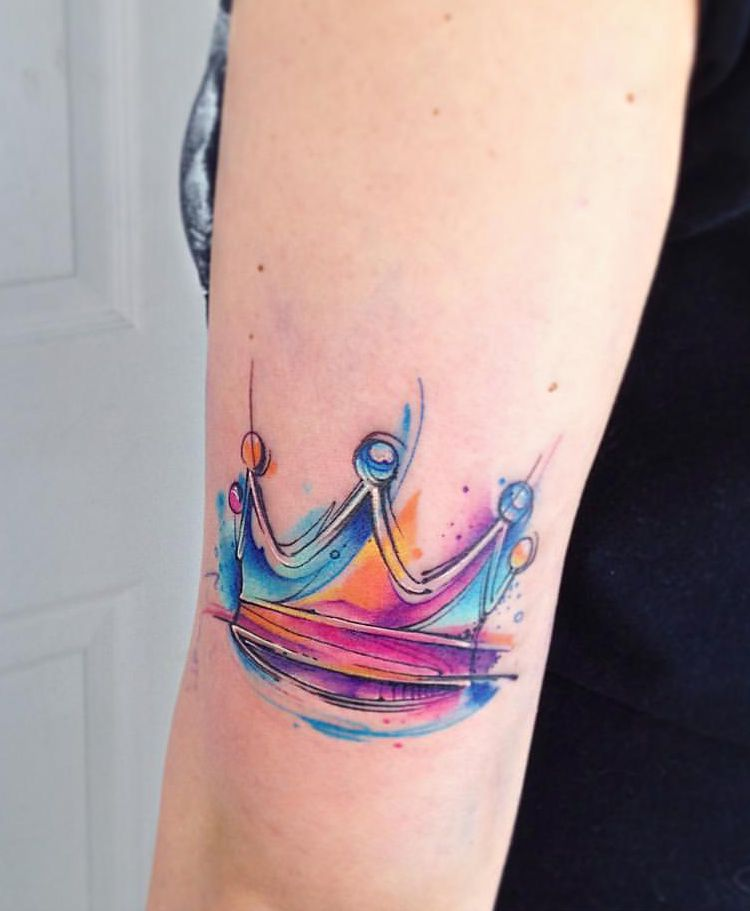 Kolorowa Korona Tatuaż Na Ręce