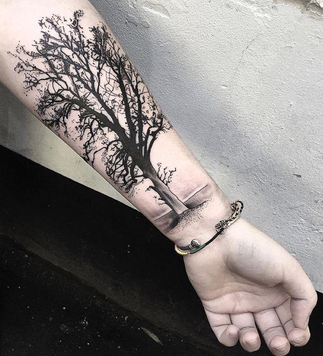 Tatuaż Na Nadgarstku Z Drzewem