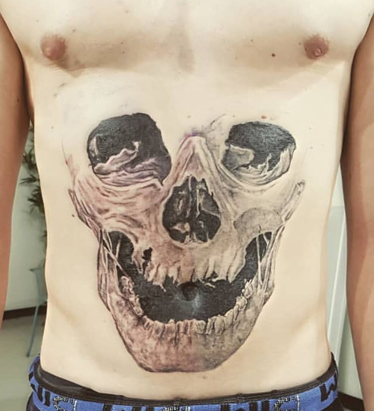 tattoo skull on the stomach