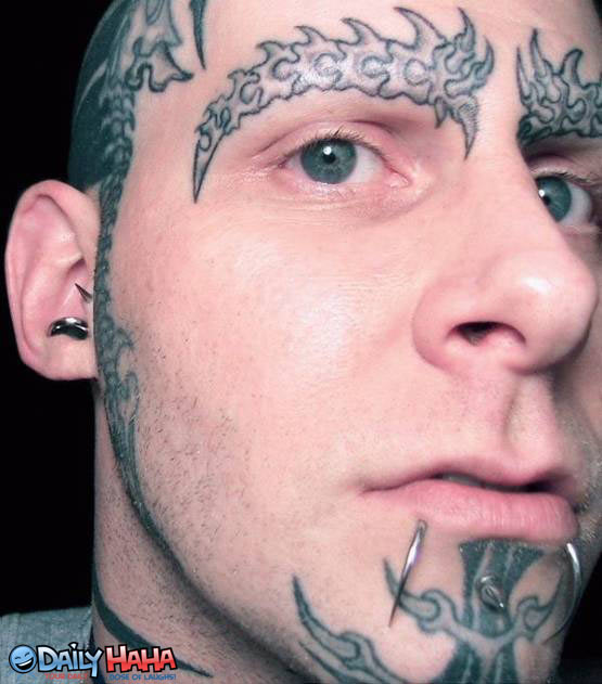 tatuaże na głowie